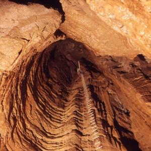 La campata da 40 metri del primo pozzo della Grava dei Gentili, agosto 1972